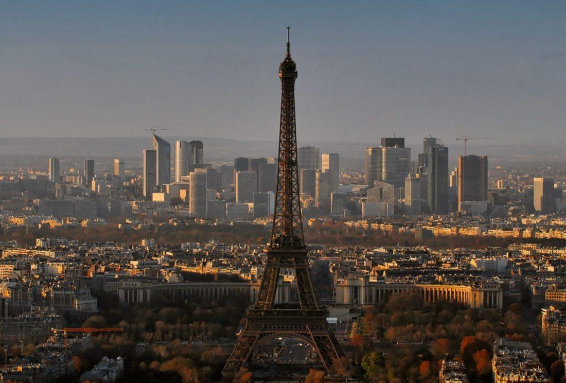 Nude restaurant opens in Paris