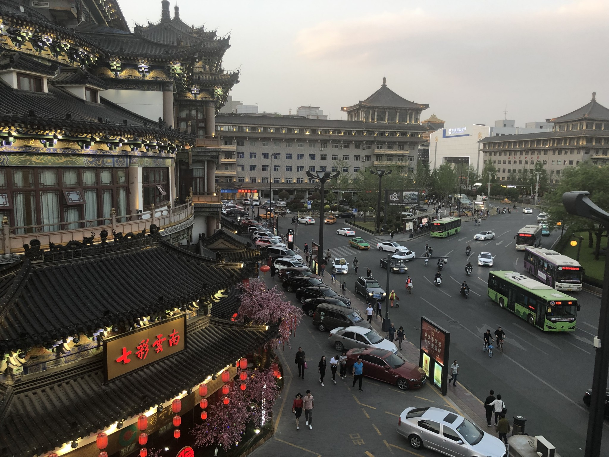 One day in Xian, China: Muslim Quarter, Terracotta Warriors, Xian City Wall