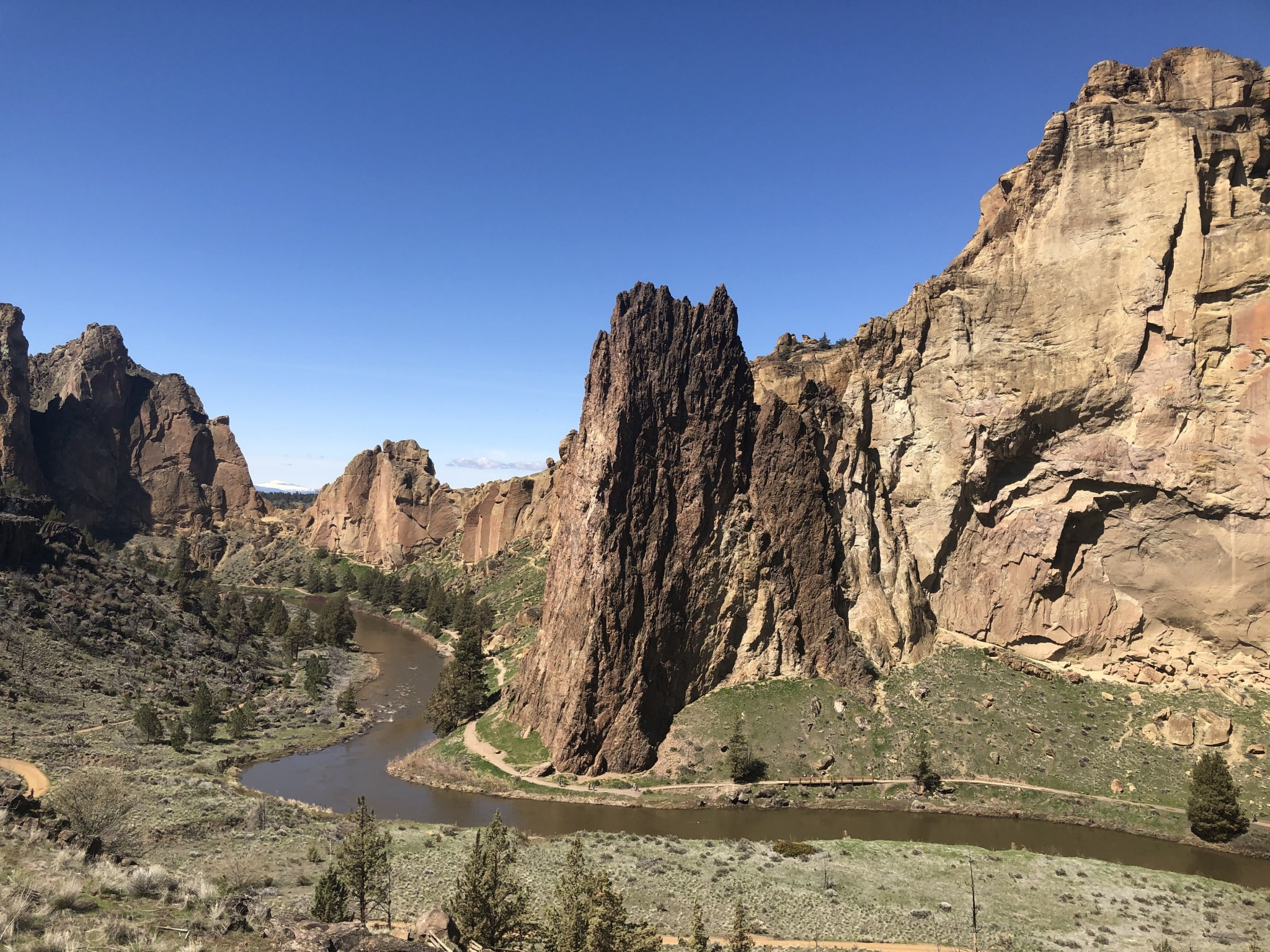 Hiking Smith Rock State Park in Oregon [Video]